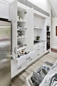 white-kitchen-cabinets-country