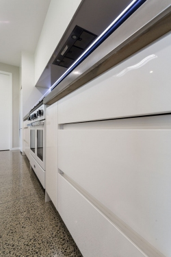 White high gloss cabinets with recessed handles