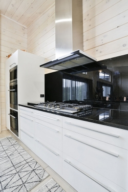 Black splashback, white cabinets