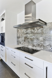 High gloss lacquer cabinets