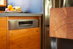 Integrated dishwasher in solid timber