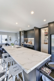Large benchtop with offset sink for ample entertaining and prep space