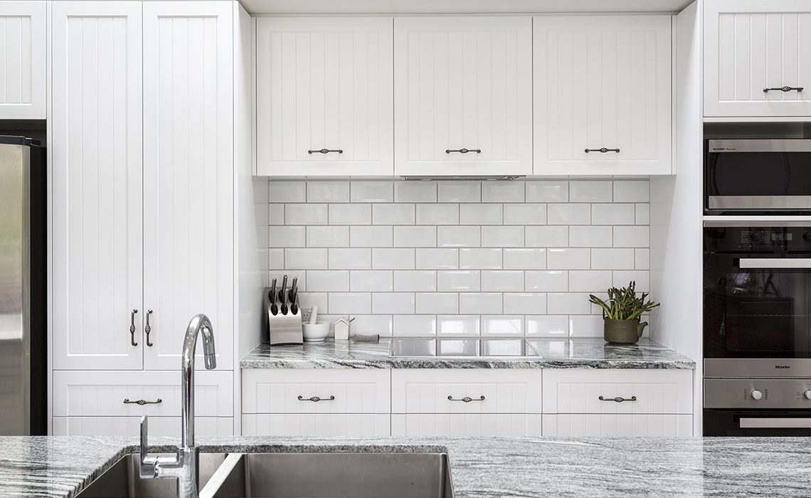 white-butchers-tile-splashback