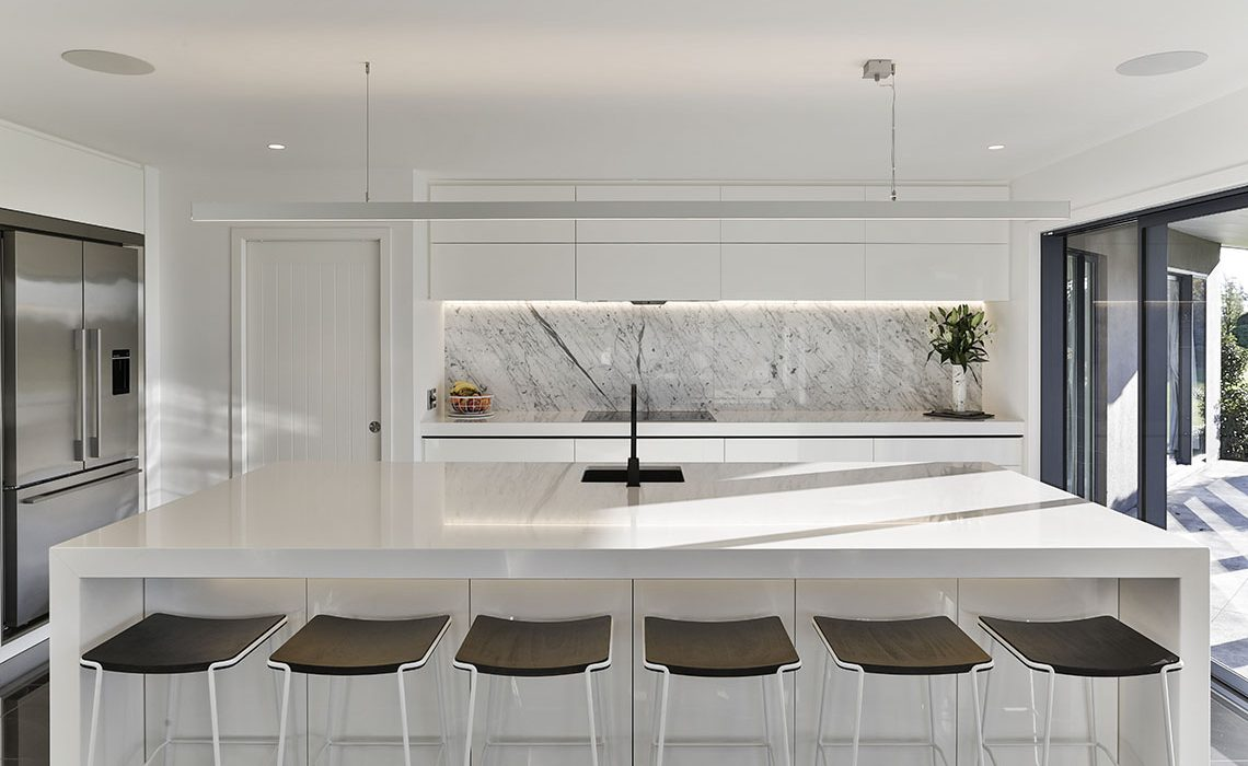 Smooth lines in modern light kitchen