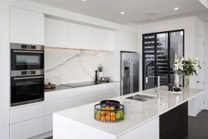 white kitchen stone splashback