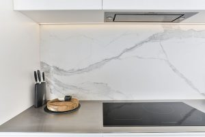 white kitchen stone granite splashback