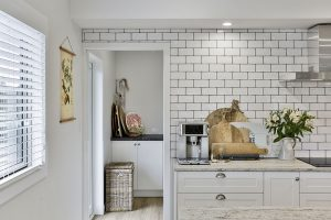 white country kitchen tiled wall