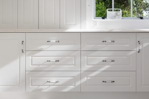 white country style kitchen drawers