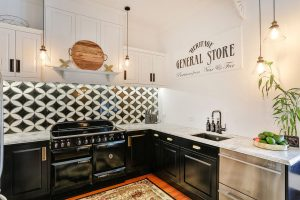 country kitchen tiled black white splashback