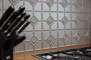 country kitchen texture tiled splashback